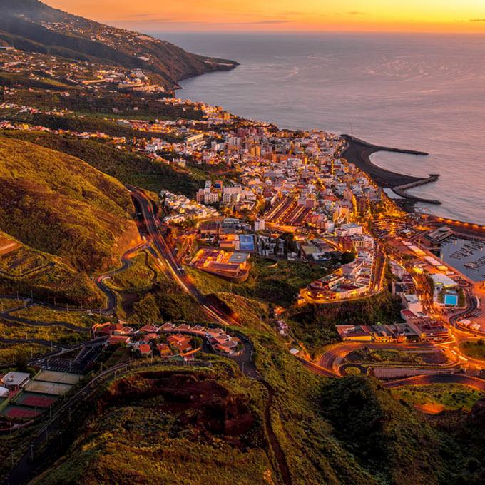 La Palma (Kanaren) hautnah erleben: Blick auf den Hafen (Puerto) von Santa Cruz